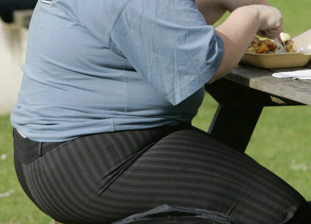 Keď médiá a influenceri ospravedlňujú obezitu. Čo je to fat acceptance?