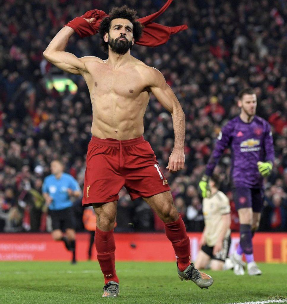 V anglickej lige sa stretne vlaňajší majstrovský Liverpool s prvým Manchestrom