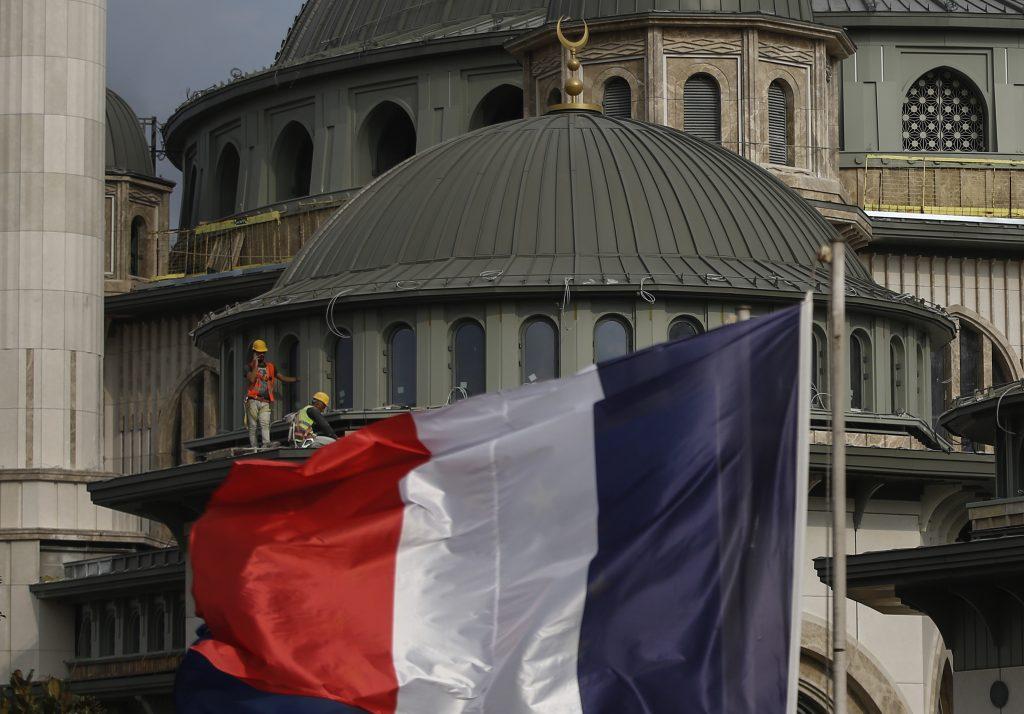 Francúzska vláda ponúkla moslimom dohodu, zatiaľ ju nepodpísali všetci
