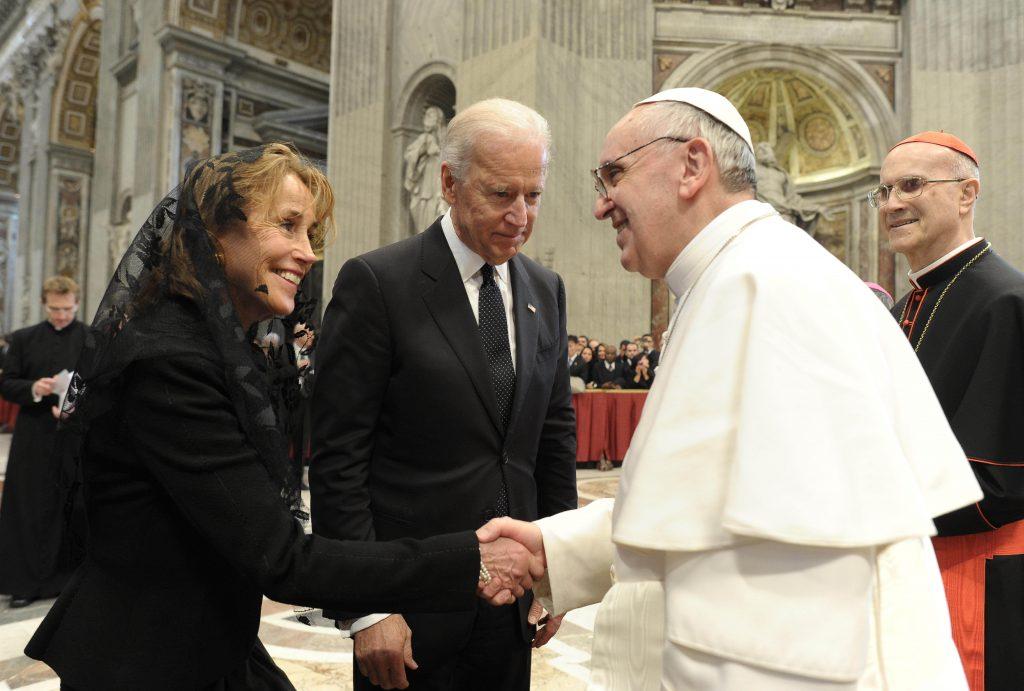 Biden presadzuje morálne zlo, vraví predseda amerických biskupov