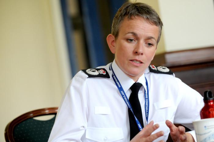 Nie je v poriadku, že britskí policajti sú príliš bieli, hovorí po škandále ich regionálna šéfka