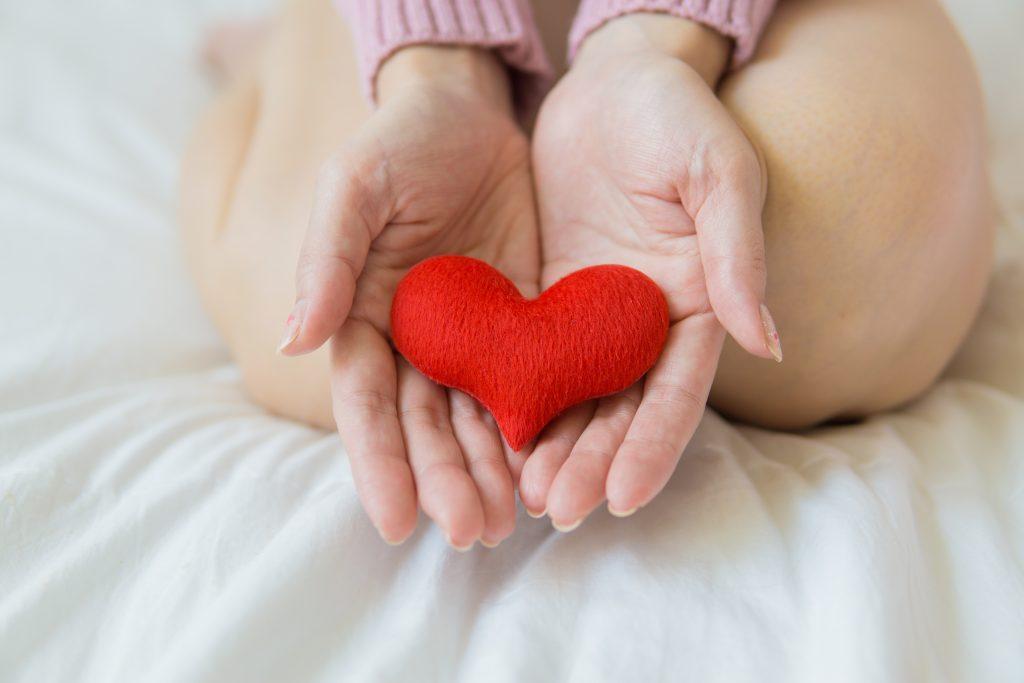 Láska sa ukrýva za rúško utkané zo starostlivosti, úcty a ľudskosti