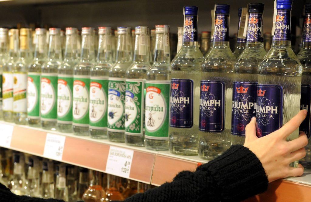 Slováci pijú počas lockdownu viac alkoholu doma, vlani 12 litrov na osobu