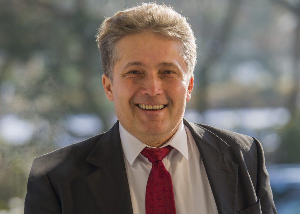 Zomrel poslanec Ľubomír Petrák zo Smeru. Mal 59 rokov, zomrel na covid