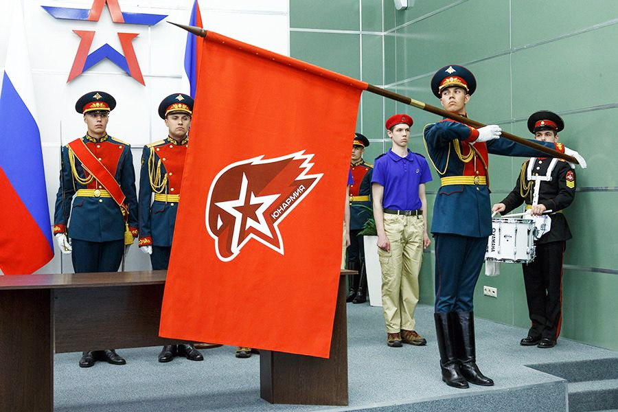 Junarmija: Ruskí skauti sa učia bojovú taktiku a výsluch zajatcov po anglicky
