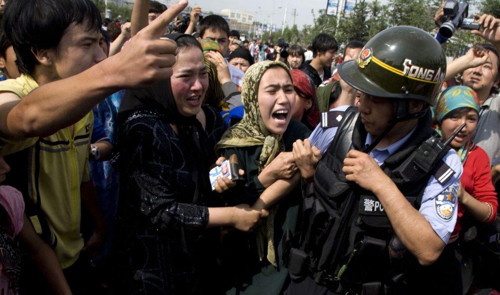 Ujgurky prinášajú svedectvá o systematickom znásilňovaní v čínskych lágroch