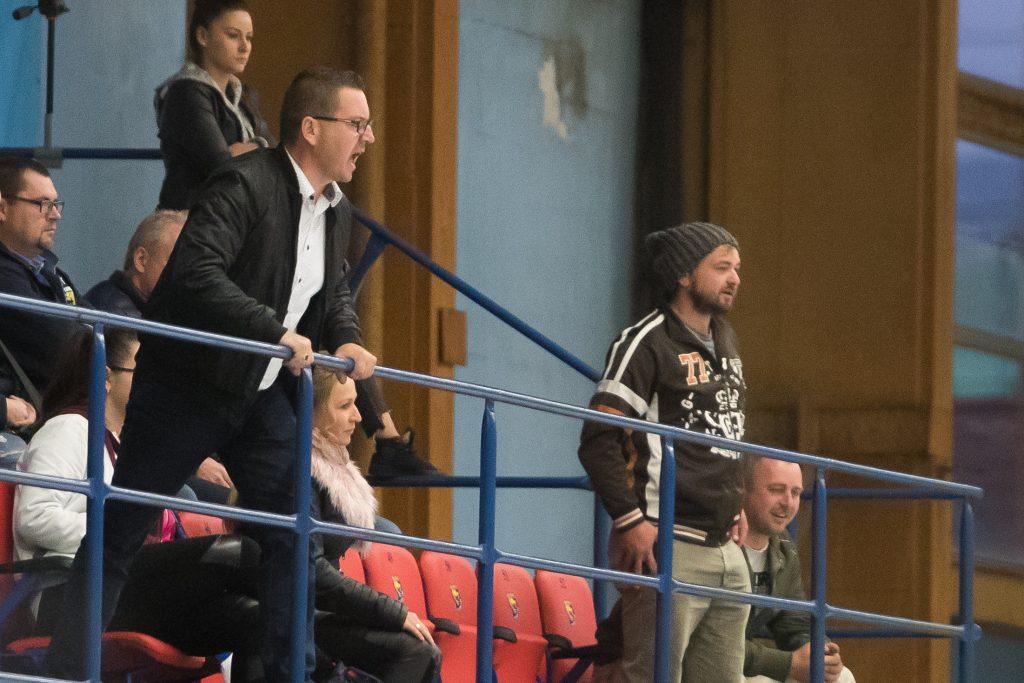 Vulgarizmy aj zásah SBS. V hokejovej extralige pred play-off hustne atmosféra
