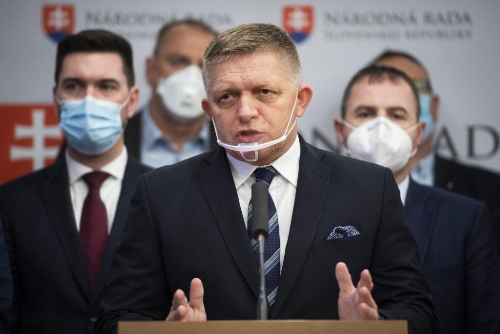 Fico: Premiér je mimo zmyslov, Rusko o vakcínu oficiálne nepožiadal