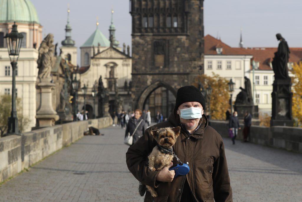 Žiadne ďalšie obmedzenia. V Česku sa chcú spoľahnúť na uvedomelosť občanov