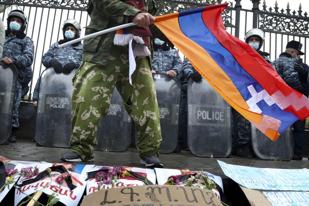Armáda proti premiérovi. V Arménsku sa schyľuje k vojenskému prevratu