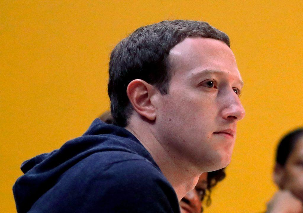Príliš iniciatívny? Facebook pri korone blokuje aj desiatky oficiálnych zdrojov