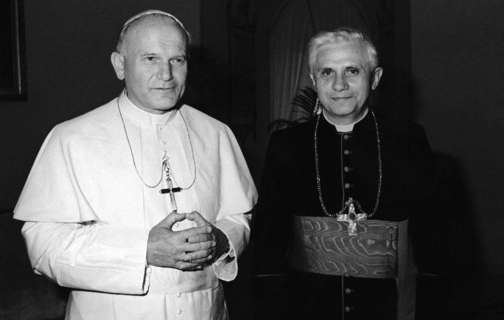 Benedikt XVI. rezignoval pred 8 rokmi. Pre jedných inkvizítor, pre iných obhajca pravdy