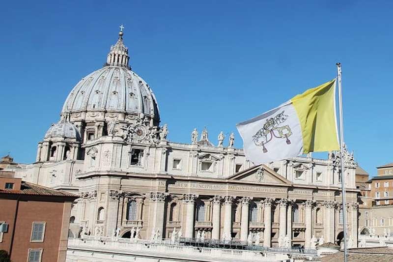 Postavenie Svätej stolice vo svete slabne. Dôvodom je súdnictvo a kontroverzná politika voči Číne