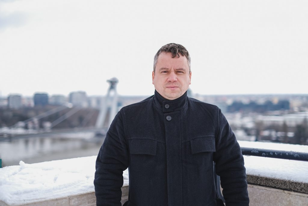 Strážca verejných financií  Tóth si vie predstaviť rodičovský odvod na dôchodky rodičov