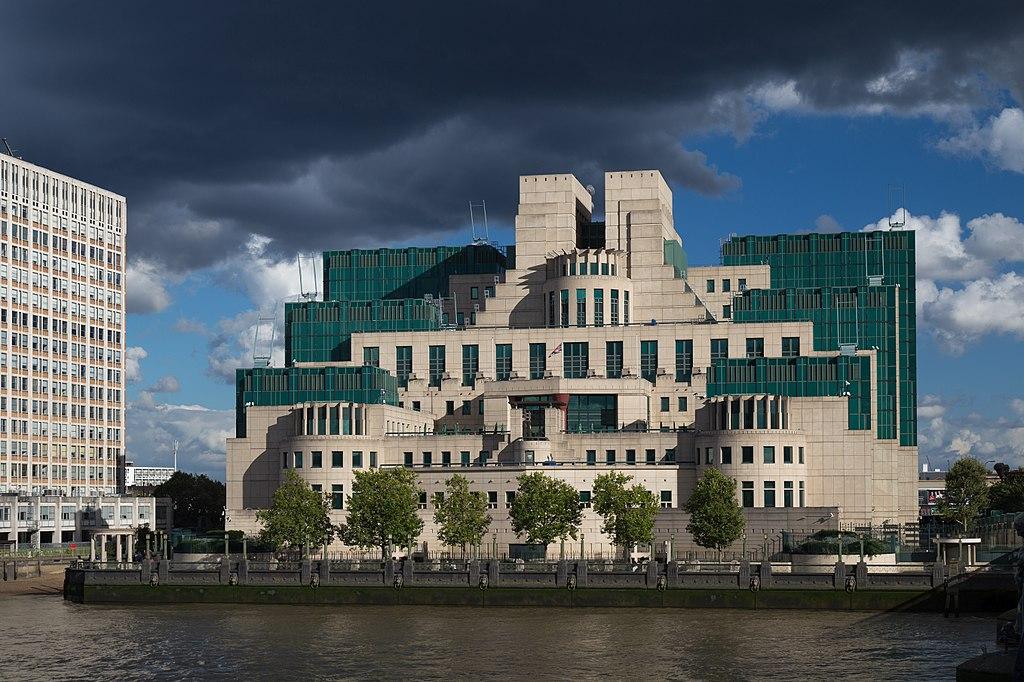 Britská tajná služba chce viac diverzity. Začne prijímať špiónov narodených v zahraničí