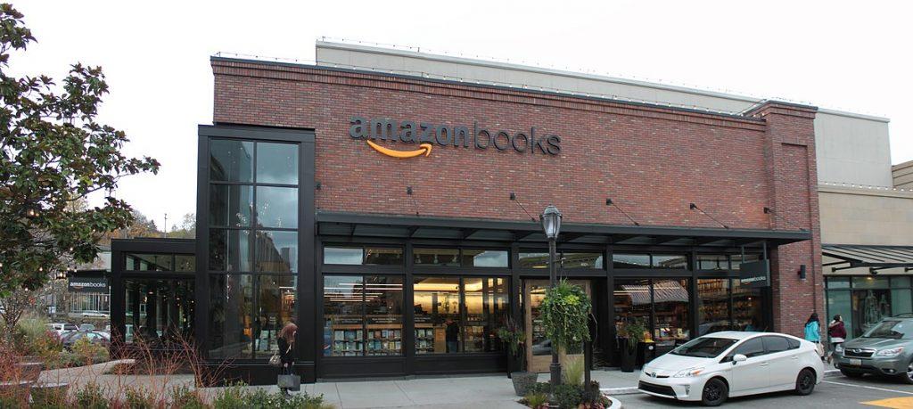 Amazon ruší knihy a filmy, ktoré nezapadajú do jeho politického názoru