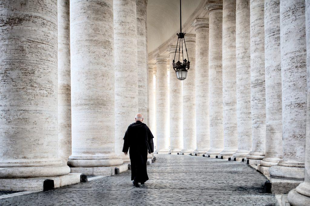 Čo je nové v Ríme? Pápeža trápi deficit, znížil plat kardinálom