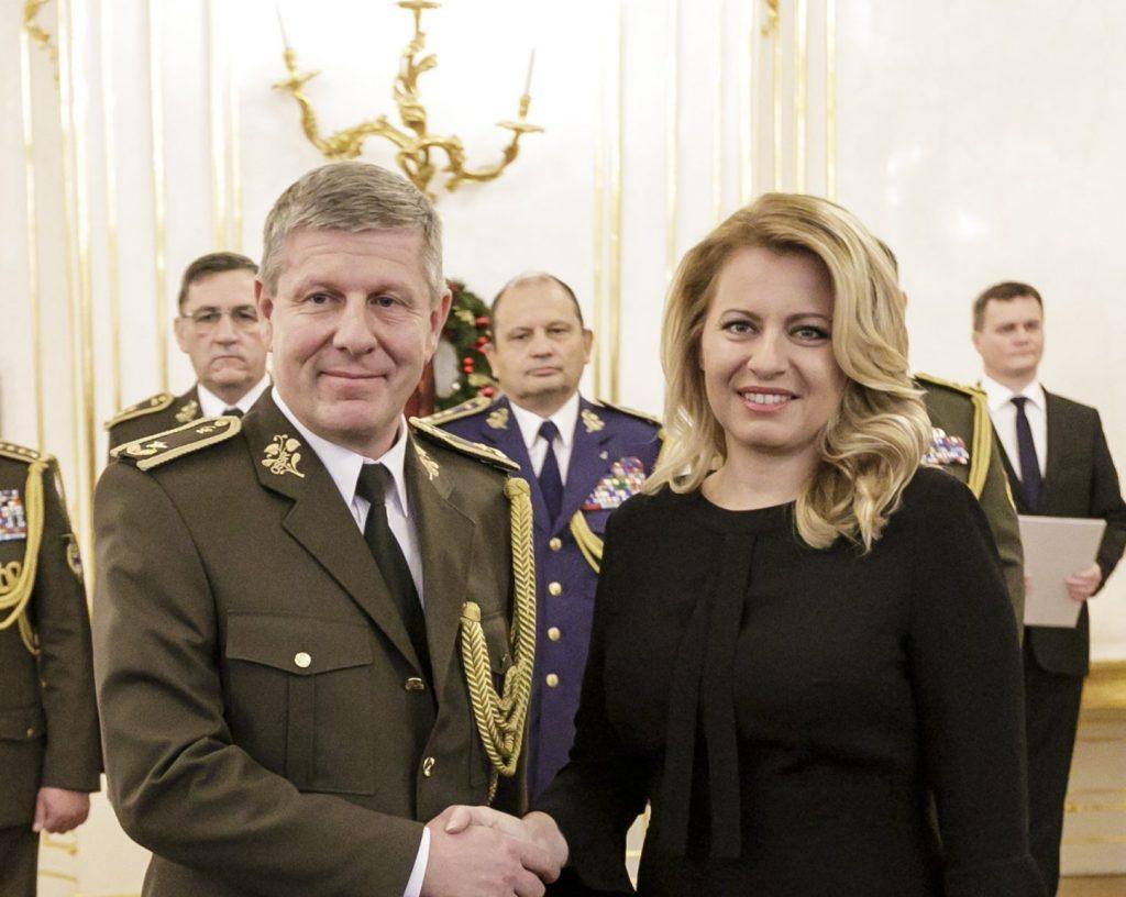 Ministrom zdravotníctva by mal byť generál a riaditeľ vojenskej nemocnice