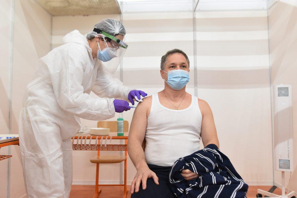 Vakcinológ: Zriedkavé nežiaduce účinky vidíme, lebo očkovanie je masívne