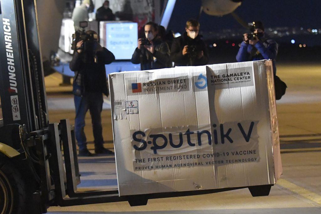 Kritici prijatia Sputniku: Chýba už len pozývací list. Sme už satelit Moskvy?