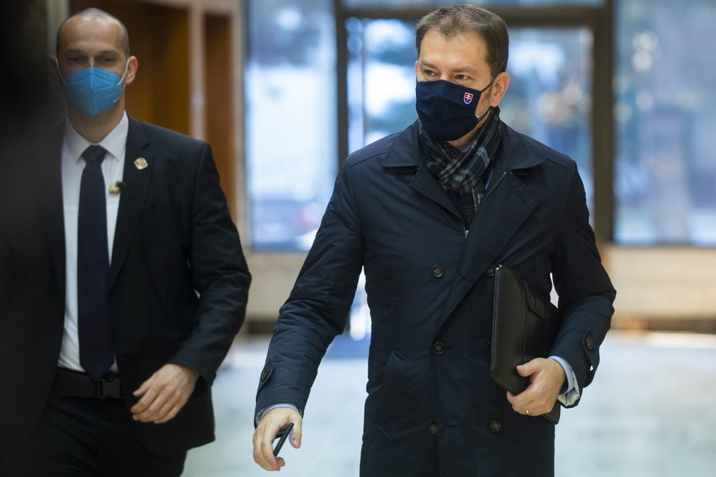 Vládna kríza: Rusi nerobia nič, to naši partneri používajú Sputnik ako zbraň, vraví premiér