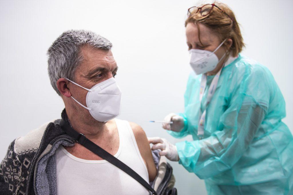 Slováci sa chcú s AstraZeneca očkovať aj naďalej. Vidieť však regionálne rozdiely