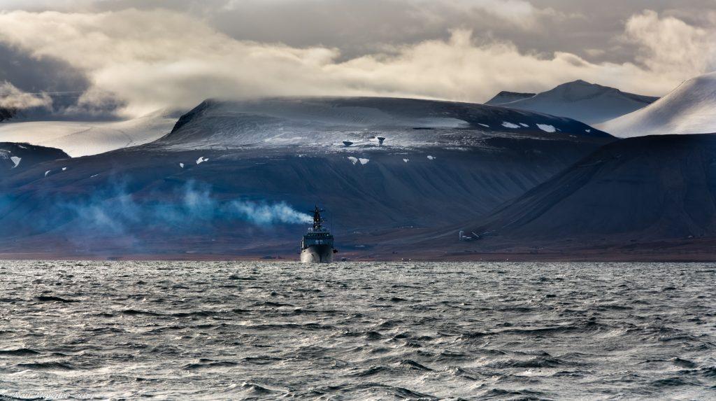 Rusko chce zo suezskej nehody vyťažiť, ponúka svoju trasu