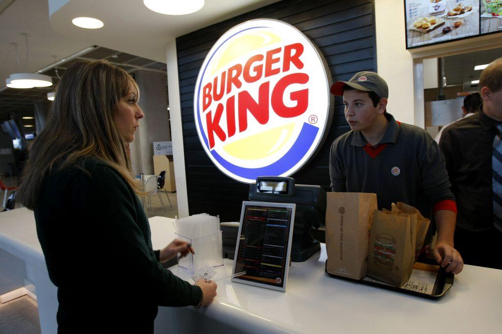 Ženy patria do kuchyne, napísal Burger King na MDŽ. Progresívna reklama mu nevyšla