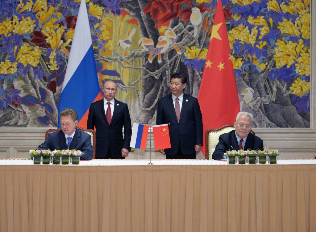 K Číne sa neprikláňa už len Kremeľ, ale aj bežní Rusi