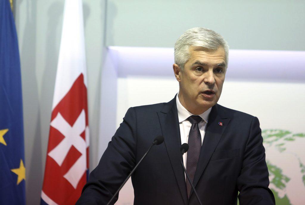 Prezidentka prijala demisiu ministrov SaS. Korčok znova kritizoval dovoz Sputniku