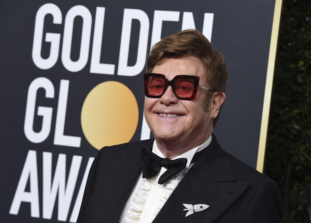 Zákaz žehnať zväzky gayov pobúril. Elton John hovorí o pokrytectve Vatikánu