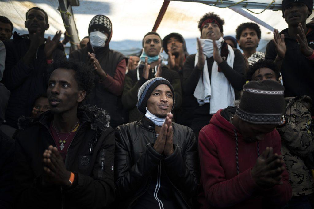Identifikovaní zatknutí detskí migranti v Paríži: Takmer všetci sú v skutočnosti dospelí