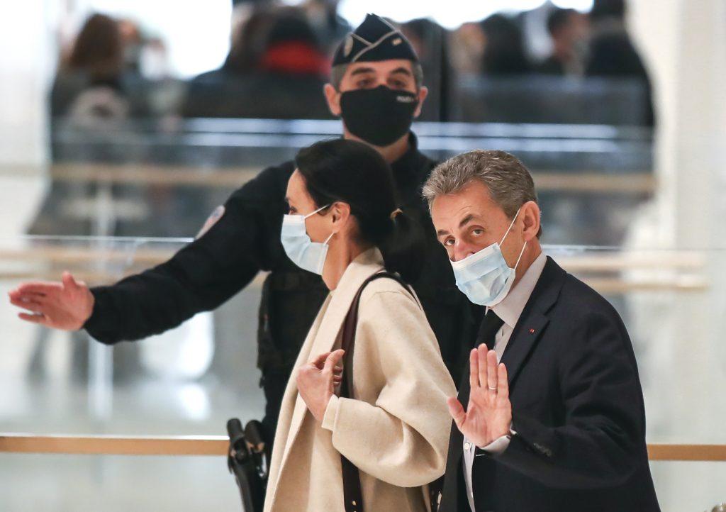 Francúzskeho exprezidenta Sarkozyho odsúdili za korupciu na rok väzenia