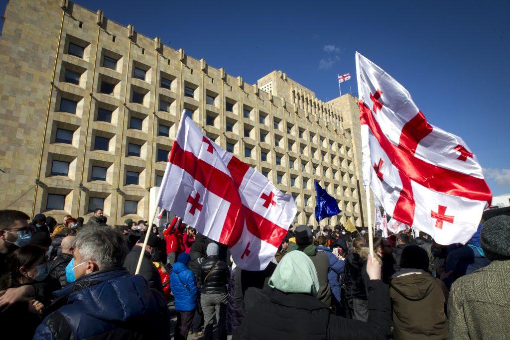Gruzínsko: Reper a syn vplyvného politika poslal políciu na študentov. Kritizovali ho na Facebooku