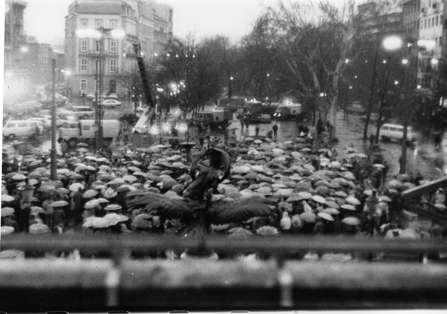 Propaganda, vyhrážky aj Angelika. Komunisti proti Sviečkovej manifestácii zmobilizovali všetko, čo mali