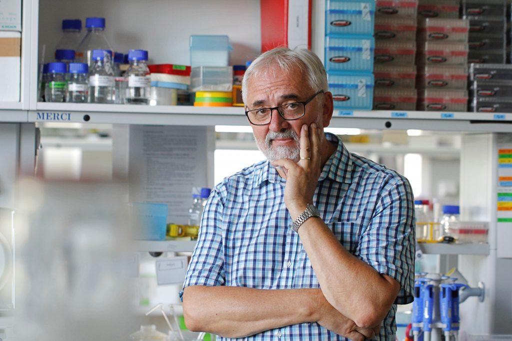 Biológ Akadémie vied ČR: Ak očkovanie nezvýšime, vznikne priestor pre supervírus