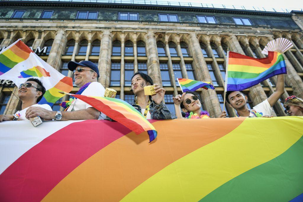 Exzamestnanca švédskej LGBT organizácie obvinili zo znásilňovania migrantov
