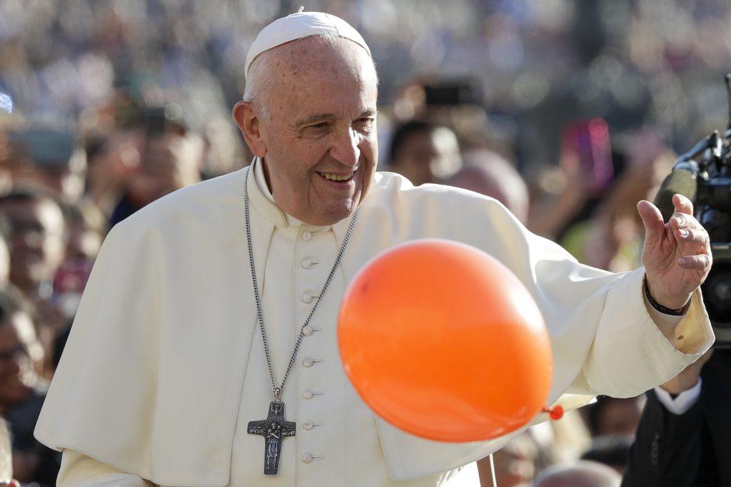 V stávke je prežitie rodiny. Čo o zväzkoch párov rovnakého pohlavia povedal pápež František
