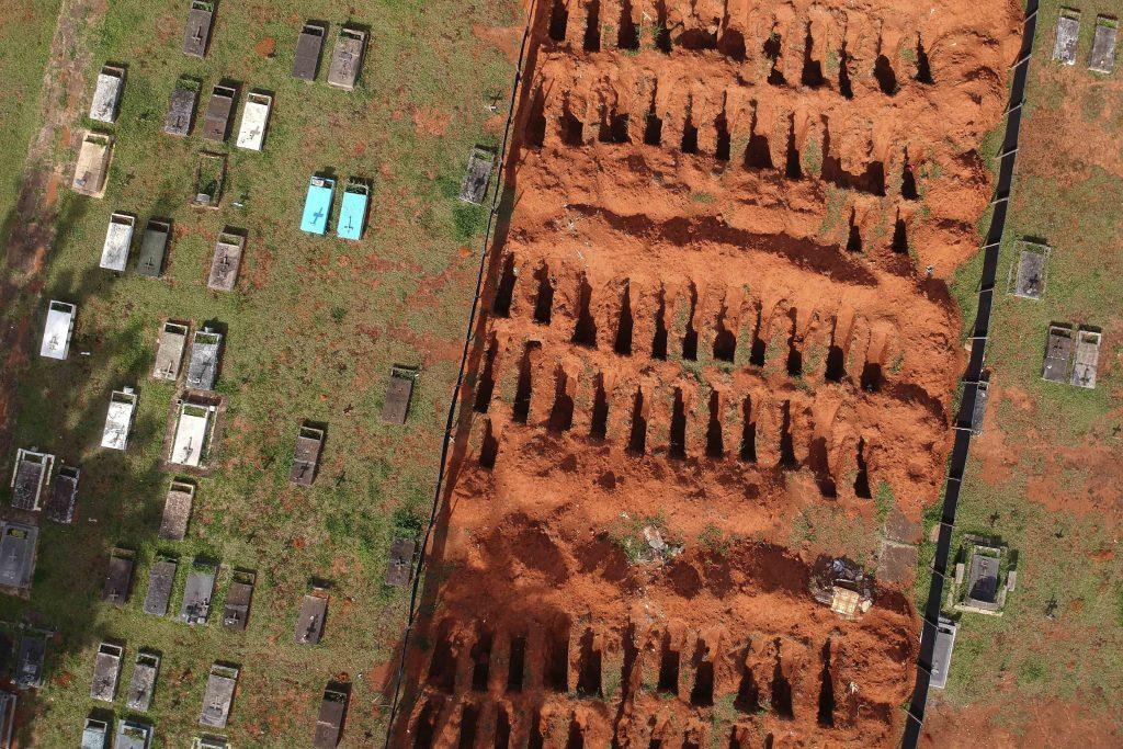 V Brazílii zmutovaný vírus už zabil státisíce. Zdravotníctvo kolabuje,  prezident Bolsonaro lockdown odmieta
