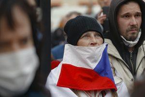 Pandémia na Slovensku a v Česku: Vlani sa dalo staviť na emócie, dnes už cítiť len únavu