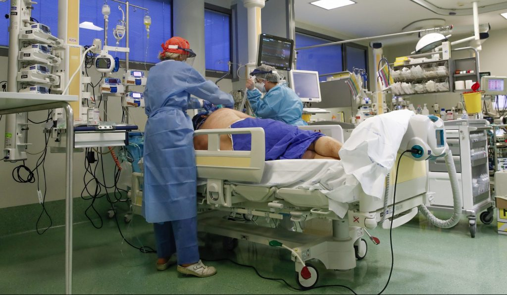 Vedci zistili, ako vplýva morbídna obezita na riziko smrti na covid