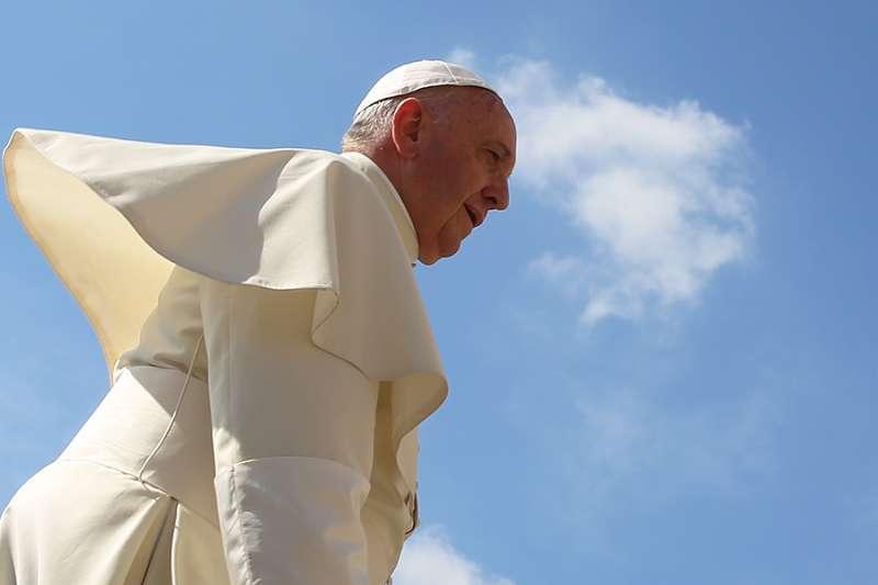 František sa v Iraku usiluje o islamský Vestfálsky mier, konzervatívny kardinál Sarah bude verejne aktívny
