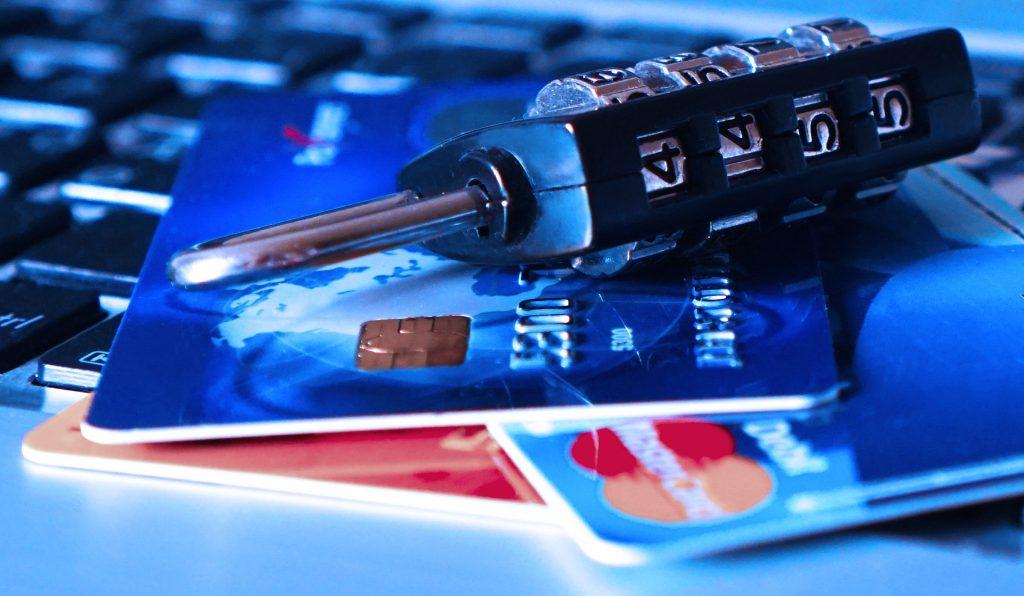 Štát chce sledovať váš zostatok na účte. Má to zabrániť praniu špinavých peňazí