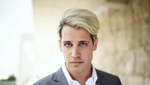 Provokatér Milo Yiannopoulos hovorí, že už nie je gej. Propaguje konverznú terapiu