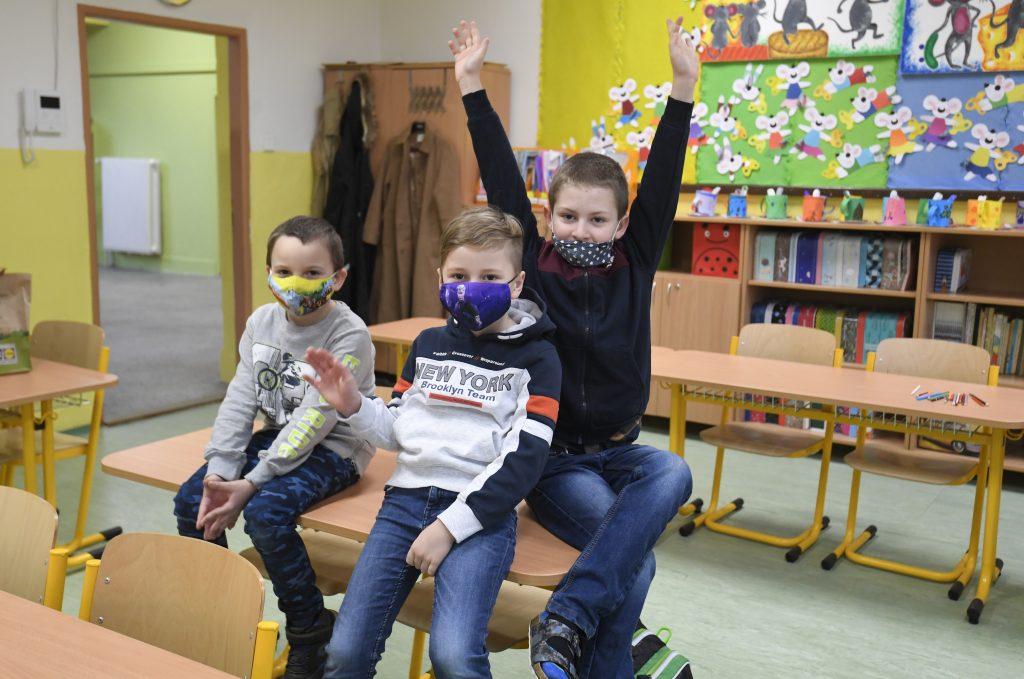 Štúdia: Školy sú bezpečné. Držať deti doma nemá zmysel
