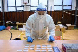Zhoršená situácia? Do prevádzok sa dostanú zaočkovaní či testovaní, navrhuje vláda. PCR testy by mohli byť zadarmo