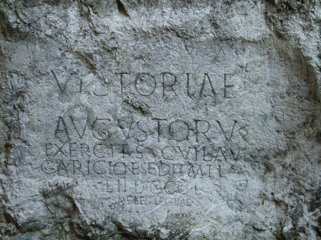 Latinčina ako hlavný jazyk EÚ. Mohla by nahradiť angličtinu, znie z Francúzska