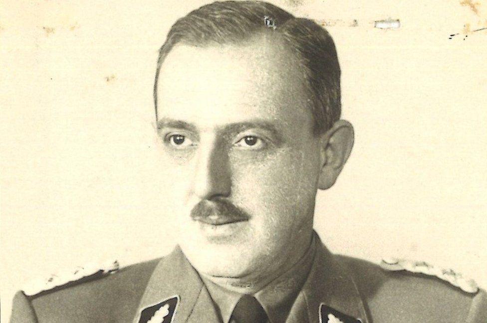 Nacista zodpovedný za smrť tisícok ľudí pracoval pre nemeckú tajnú službu. Tú tiež viedol bývalý Hitlerov generál
