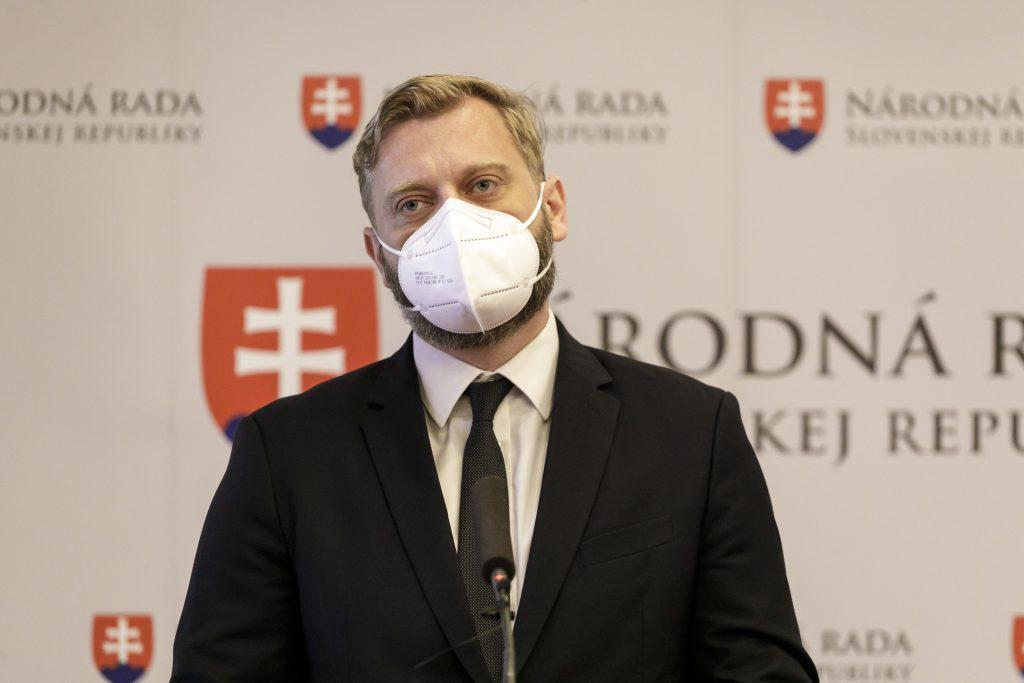 Matovičove cesty do Moskvy a Budapešti bez diplomatov sú neštandardné, vraví Krúpa