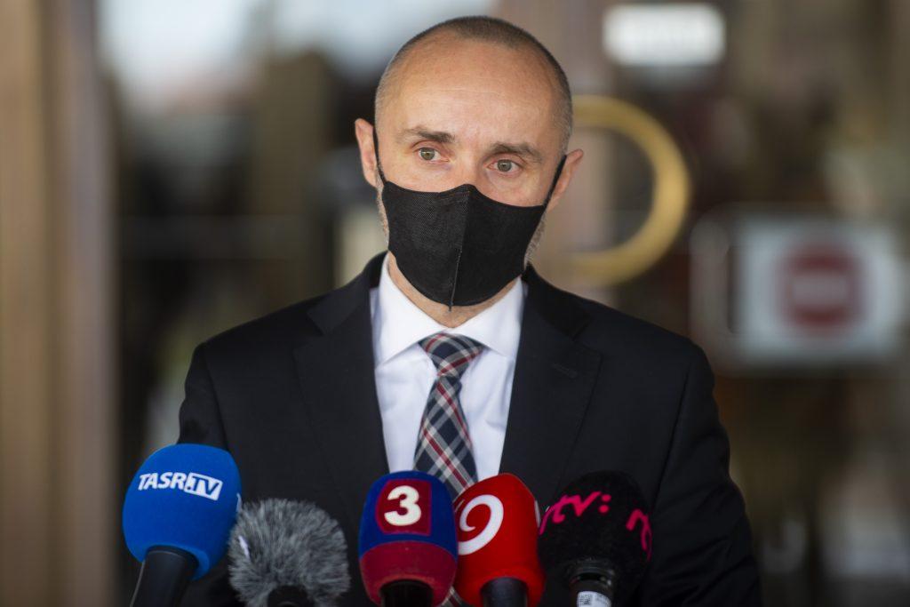 Obhajoval intervenciu v Líbyi, V4 považuje za príťaž a kritizuje Rusko. Valášek je novou posilou progresívcov